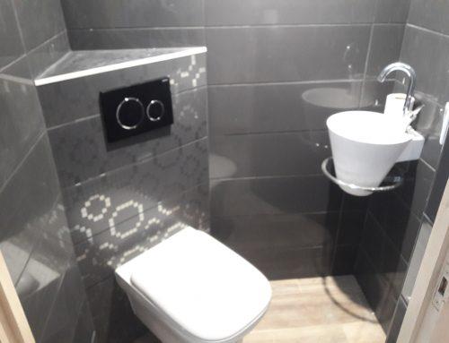 Salle d'eau – Toilette suspendu